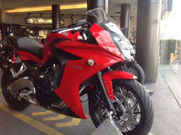 Honda CBR650F Merah(2)