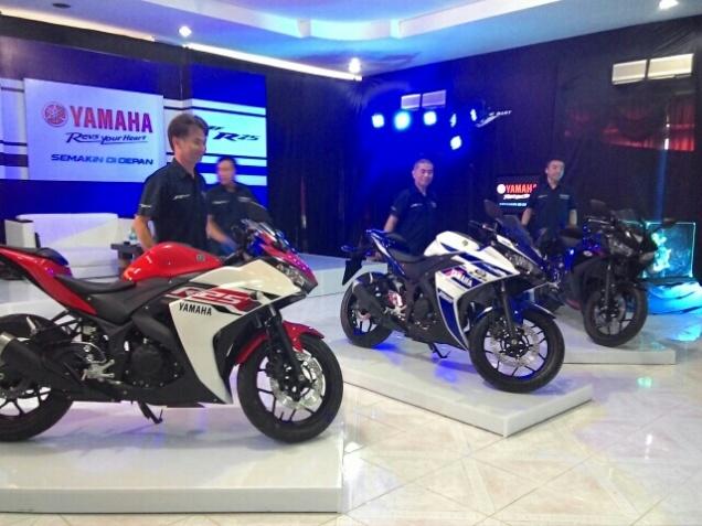 Yamaha R25 Merah Biru Hitam