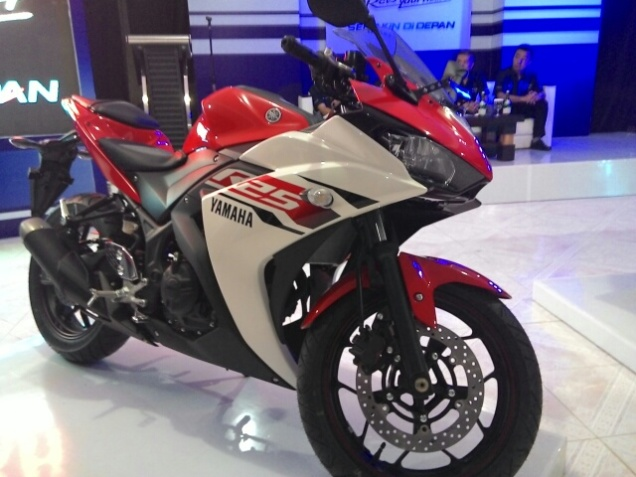 Yamaha R25 Merah