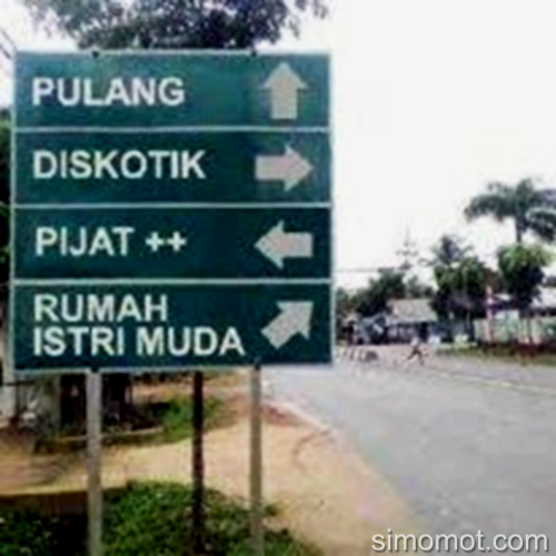 Lagi Jalan-Jalan Nemu Petunjuk Ginian, Mau ke arah mana gan? :D Sumber gambar : Simomot.com