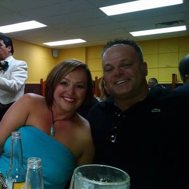 Suami istri Marty dan Kimbery Gutzler