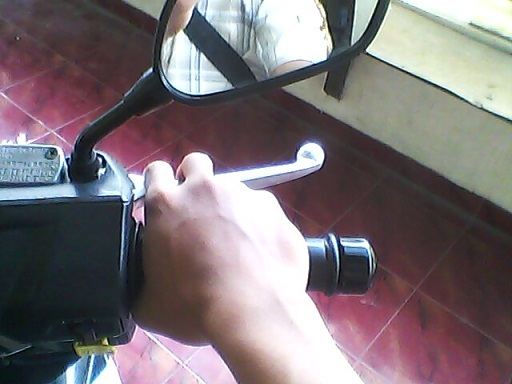 Tangan Me-nge-rem Sumber gambar : Otomercon